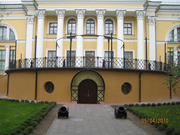 Пушки у Дворца Румянцевых и Паскевичей