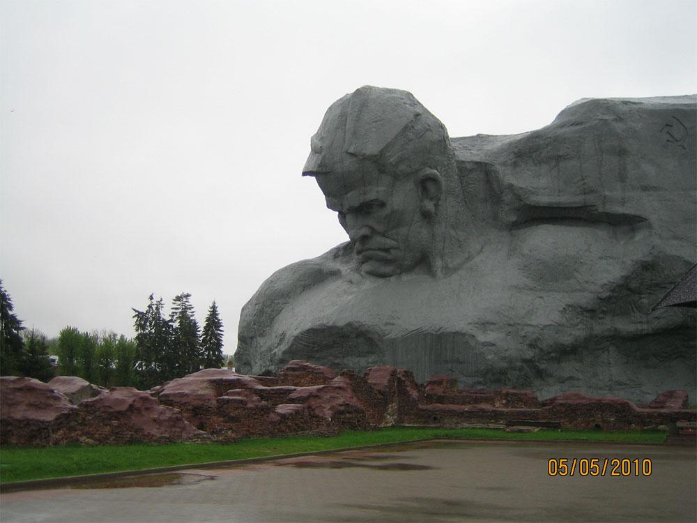 """Брестская крепость фото. Монумент """"Мужество"""""""