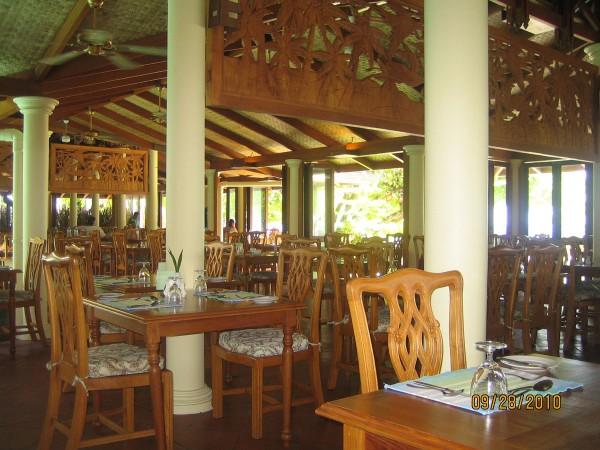 Мальдивы. Фото ресторана на Ройал Айленде.