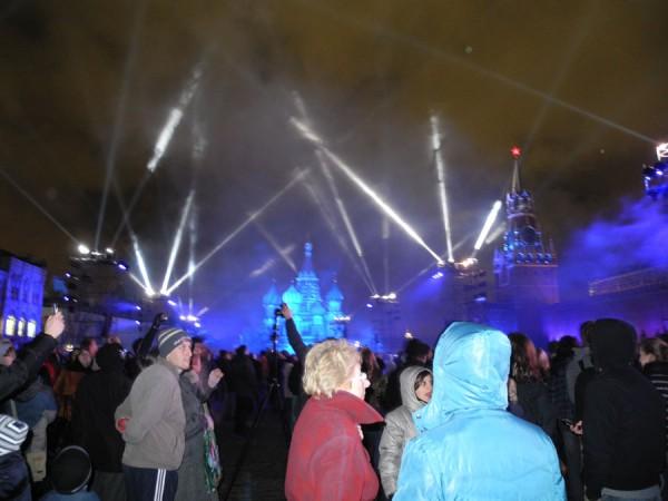 Фото со светового шоу в Москве