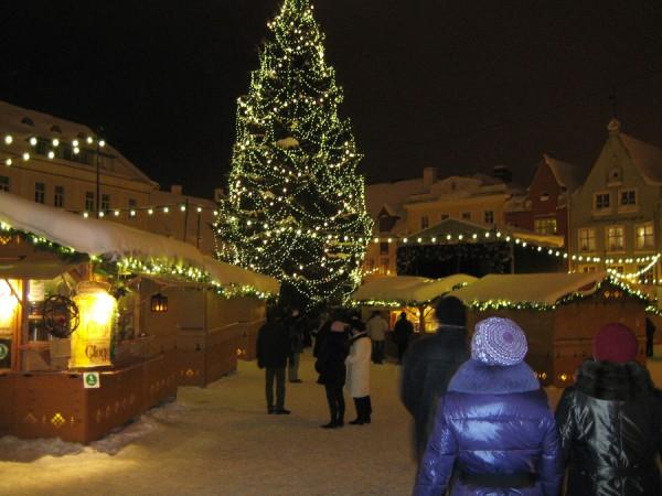 Фото таллиннской Ратушной площади