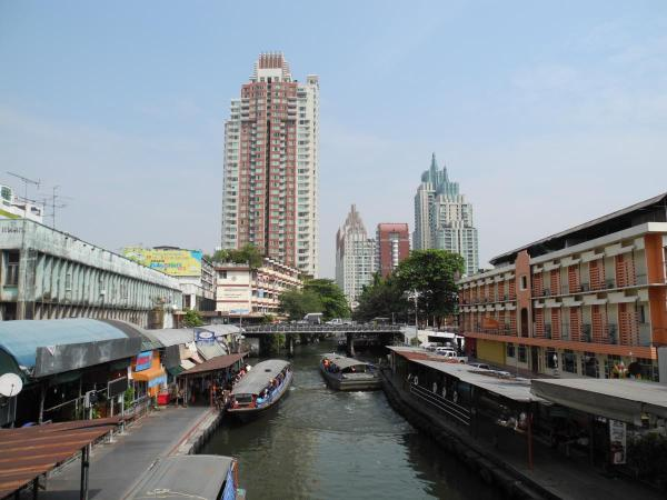 Один из каналов недалеко от нашего отеля
