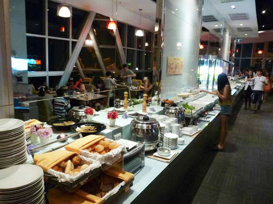 Внутри ресторана Baiyoke Sky Hotel
